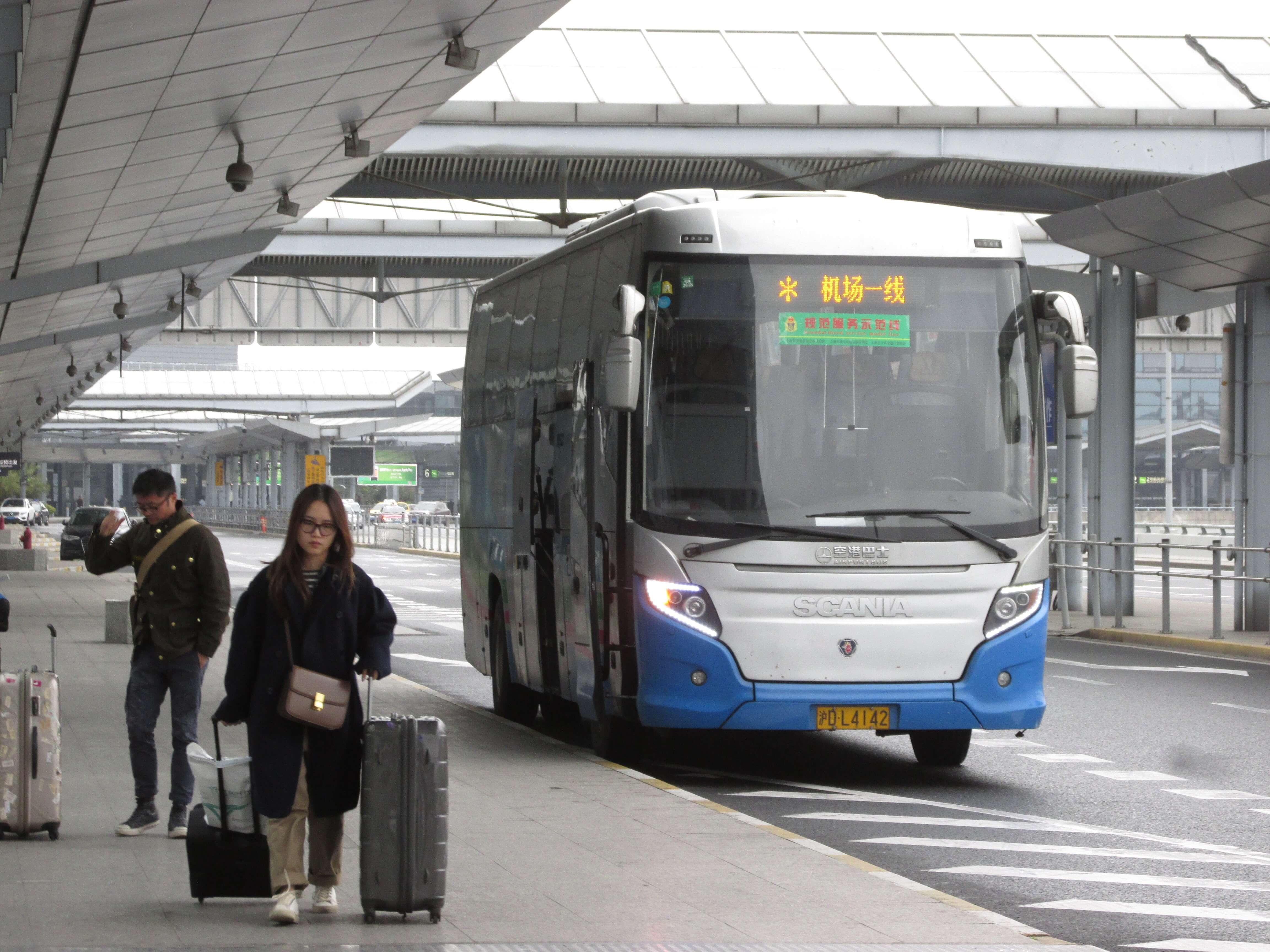 上海浦東空港から上海虹橋空港までバスで移動する